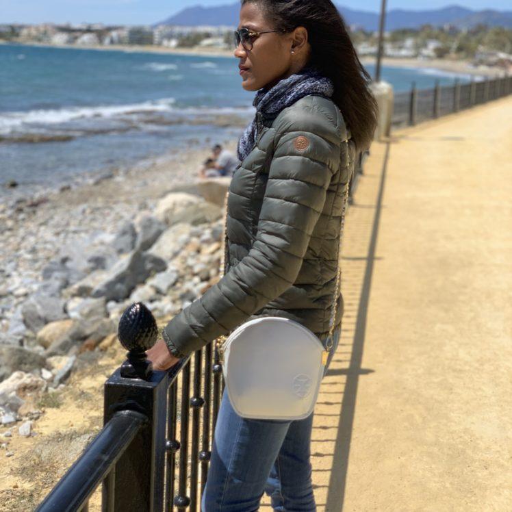 Sarah Li Weiße Mikrofaser-Tasche