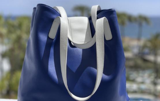 Wie hält man eine Handtasche sauber?