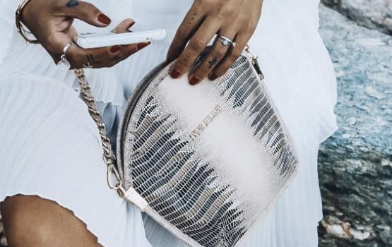 Un sac à main de luxe, élégant, durable et… sans cuir? Est-ce possible?