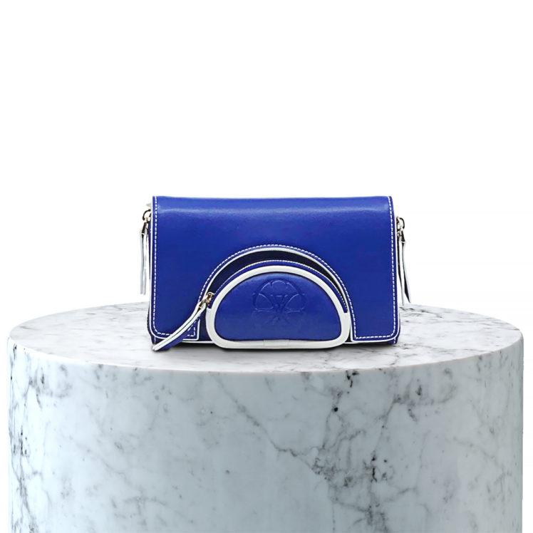 pochette en microfibre bleu et blanc