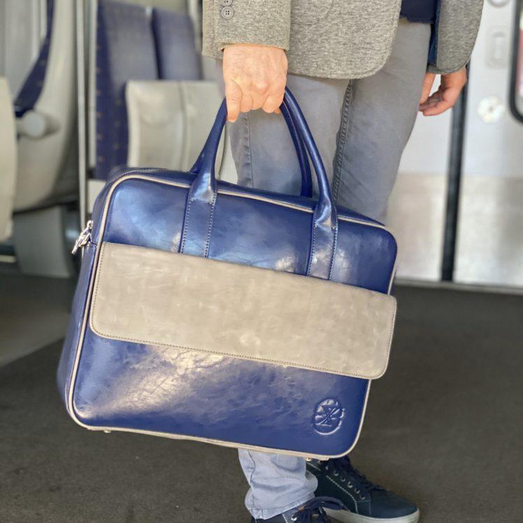 cartable en cuir bleu et gris