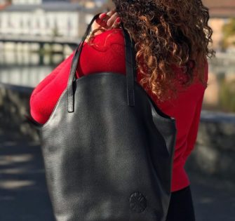 Sac Marie Lou Ebène  Limited edition of 10 pieces  Carried on the shoulder or as a shoulder strap Leather shoulder strap and straps Black grained cow leather / Smooth cow leather finish Zip fastener Polycotton lining 3 inside pockets (1 zipped and 2 for smartphone) 1 patch pocket on the back  Width : 19 cm Depth : 3 cm Height: 9 cm  CHF280.00  #fashionstyle #handtasche #accessories #fashionblogger #instastyle #instafashion #tasche #ledertasche #outfitideas #handbag #schweiz #summerbag #switzerland #womenwithclass #womenaccessories #womenbag #milano #london #praha #paris #munich #lynejuline #womanclutch #pristina #lisboa - December 4, 2019