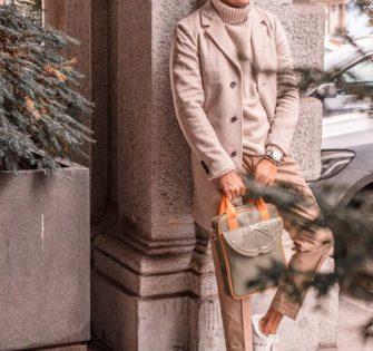 Sac Lenzo Vince  Edition limitée à 20 pièces  Cuir de vache kaki  Finition cuir de vache orange  Doublure en velours orange  Pièces métalliques argentées  Poignées en cuir et textile  Bandoulière en cuir et textile orange amovible et ajustable  2 poches plates à l'intérieur et un attache clé 1 poche à rabat devant  1 poche à pression derrière  Longueur : 25,5 cm  Hauteur :32,5 cm  Largeur : 6 cm  CHF426.00 - #fashionstyle #handtasche #accessories #fashionblogger #instastyle #instafashion #tasche #ledertasche #outfitideas #handbag #schweiz #summerbag #zürich #switzerland #memwithstyle #menwithclass #menaccessories #menbag #milano #london #praha #paris #munich #bern #genova #porto #luxembourg - November 17, 2019