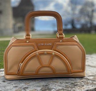 #Nouveau Sac Bessie Sahara  Découvrez ces nombreux rangements sur notre site www.lynejuline.com - - -  #lynejuline #handbag #instabag #bagoftheday #sacamain #editionlimitee #handtasche #leatherbag #sacencuir #itbag #womanbag #womanwithclass #ledertasche #womanaccessories #beunique #beyou #soittoimeme #soitunique #likeiam #commejesuis #commetues #paris #london #milano #portofino #sttropez #megeve #stmoritz #osezlynejuline - February 20, 2020
