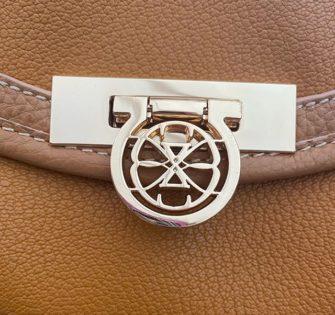 #detailsoftheday - - - -  #fashionhandbag #sacamainaddict #bagslover #bagaholic #luxuryhandbagsssss #luxuryhandbag #handbagdesigner #handbags #bagsforsale #sacencuir #bagaddict #handbagfashion #luxuryhandbags #accessoiresdemode - April 2, 2020